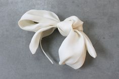 Decolove Ice Queen Bridal Bow, handsewn silk bow with detachable french veil