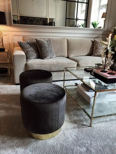 Stylish Living Room Decor Ideas: Update Your Living Room Design Cozy Living Rooms, Home Living Room, Living Room Decor, Living Room Stools, Apartment Living, Dining Room, Room Interior, Interior Design Living Room, Living Room Designs