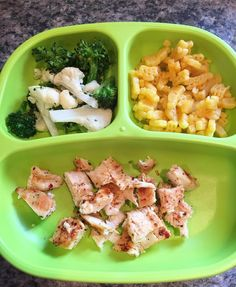 Lila's yummy dinner tonight! roasted broccoli and cauliflower  @horizonorganic Mac and cheese grilled chicken  #whatifeedmykid #whatsbabyeating #dinner #toddler #toddlerfood #healthytoddler #toddlerfoodideas #toddlerfoodie #toddlerlife #toddlermom #momlife #motherhood #replaykids #replaymeals #replayrecycled #horizonorganic #macandcheese by whatslilaeating