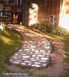 How to build a concrete cobblestone path from a mold.