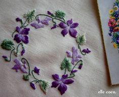 完成・・ではなく、この後濃い紫の花の中央にオレンジ色を刺すのですが とても大切な部分なので次回レッスン時に先生に相談しようと思います^  ^刺し終わ...