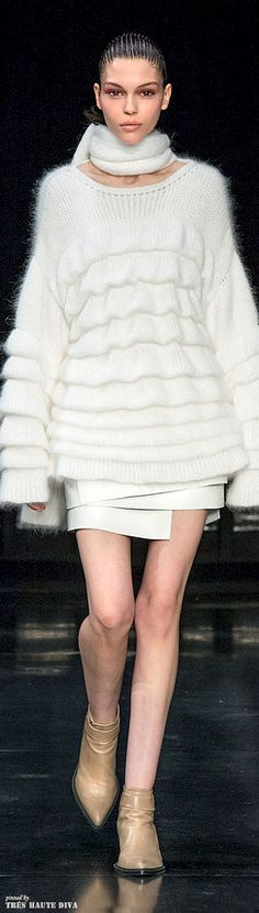 Sweater and cozy fashion...    Helmut Lang Fall 2014 RTW