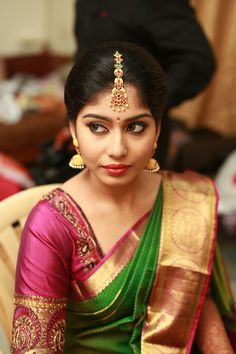 Shopzters is a South Indian wedding site South Indian Bride Hairstyle, Indian Bridal Hairstyles, Bride Hairstyles, Saree Blouse Neck Designs, Bridal Blouse Designs, Lakshmi Sarees, Glam Photoshoot, Kerala Bride, Wedding Saree Collection