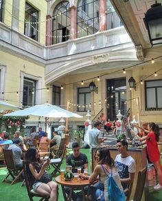 Espectacular la terraza de @mahou_es en el Palacio de Santoña, que se abre al público de forma excepcional este fin de semana #decoraccion