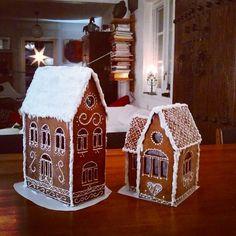 Pepparkakshusen färdiga. Det stora gjorde min dotter, det lilla gjorde jag. Mysigt!Mallen till husen hittade vi HÄR. Gingerbread, Mall, December, Goodies, Christmas Decorations, Merry, Gifts, Inspiration, Food