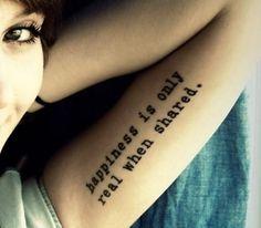 Soms raakt een tekst je zo diep, dat je hem voor altijd bij je wil dragen. En daarom: 10x inspiratie voor tattoo's met een inspirerende tekst of een mooi woord, rechtstreeks van pinterest.com.