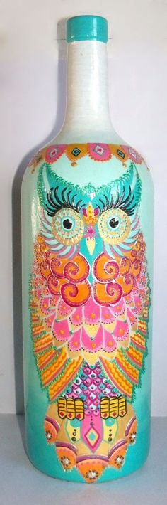 looking owl hand painted on re-purposed wine bottle. Painted Glass Bottles, Glass Bottle Crafts, Wine Bottle Art, Diy Bottle, Painted Wine Glasses, Decorated Bottles, Decoupage Glass, Altered Bottles, Bottle Painting