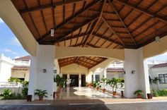 Entrance to the hotel Varadero, Cuba Hotels, Wedding Locations, Trip Advisor, Entrance, Pergola, Outdoor Structures, Home, Entryway
