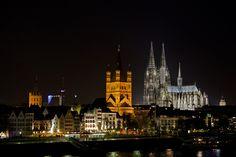 Colonia (en alemán Köln) es la ciudad más grande de la región de Renania, con una población aproximada de 1 millón. Se encuentra a 27km al Norte de Bonn y 188 kilómetros al noroeste de Frankfurt.  La ciudad es mundialmente conocida por su magnífica catedral gótica (en la foto), en su día el edificio más alto del mundo (157 m.), así como por los constantes descubrimientos arqueológicos que se producen cada vez que se les ocurre hacer un parking subterráneo. Yo, humildemente, también destaco… Cologne Germany, Parking, Gothic Architecture, Old City, Frankfurt, Old Town, Grande, Medieval, Building
