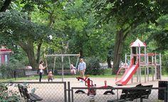 Plac zabaw na placu Andersa (naprzeciwko wyjazdu z C.H. Kaskada)  Usytuowany w cieniu drzew plac zabaw, który cieszy się dużym powodzeniem. Znajdziemy tutaj wszystkie popularne sprzęty potrzebne do zabawy np. domek ze zjeżdżalnią i innymi akcesoriami, bujawki, huśtawki i piaskownicę. Nieopodal placu znajduje się siłownia pod chmurką, na której rodzice mogą oddać się aktywności fizycznej.  Doskonała propozycja dla osób wychodzących z zakupów w galerii, ale również jako atrakcja podczas…