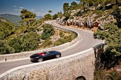 Eagle GB - creators of the stunning Eagle Speedster Jaguar E-Type - have published a new set of photos of the Eagle Speedster in the South of France. Jaguar Daimler, Waterfall Features, Good Looking Cars, Whole Image, Cars Uk, France Photos, Jaguar E Type, Car Images, Fuel Injection