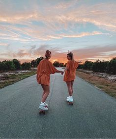 Discover recipes, home ideas, style inspiration and other ideas to try. Foto Best Friend, Best Friend Photos, Best Friend Goals, My Best Friend, Friend Pics, Photos Bff, Cute Photos, Bff Pics, Beautiful Pictures