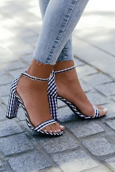 newest b770e 1d6aa Taylor Black Gingham Ankle Strap Heels. Svarta Höga KlackarPlatta ...