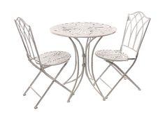 Le sedie e i tavoli sulla terrazza per il breakfast in estate❤️
