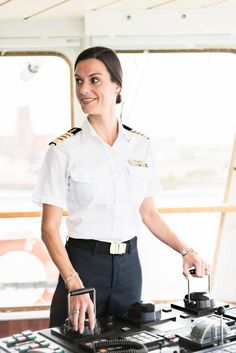 That Life: How I Became the First American Female Captain of a Megaton Cruise Ship Get That Life: How I Became the First American Female Captain of a Megaton Cruise ShipGet That Life: How I Became the First American Female Captain of a Megaton Cruise Ship Female Marines, Female Pilot, Female Soldier, Merchant Navy, Merchant Marine, Celebrity Cruises, Celebrity News, Cruise Ship Pictures, Best Uniforms