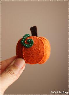 Cute felt pumpkin brooch