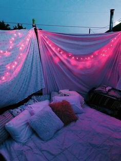 In Summer you need to have a sleepover! Sleepover Room, Fun Sleepover Ideas, Sleepover Activities, Summer Fun List, Summer Goals, Summer Bucket Lists, Men Summer, Trampolines, Things To Do At A Sleepover