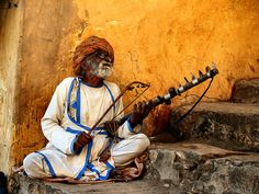 Jaipur's music man, India, street photography , travel photography, Jaipur, Amer, India, ,photobotos, cool photos       Jaipur's Music Man - Amer, India - Sam W. Stearman  Sam is another one of our world travelers with a camera who has a knack f