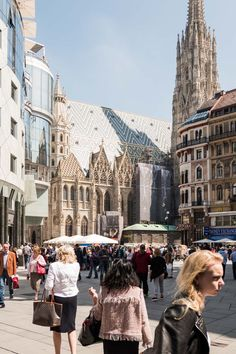 Stopping in Vienna on the way from Munich to Timisoara, I enjoyed nice weather, great places to photograph and an interesting exhibition at Albertina. I actually wrote a blog post about it and you can enjoy it right here:)  https://tracemytrack.com/tour-of-vienna/  #traveling #blog #vienna #trip #journey #travelblog #travelblogging #worldtravel #tracking #track #trackingapp #travelapp #apps