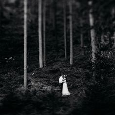 In the #woods part 2. . .  #MarthaWeddings #HuffPostIDO #photobugcommunity #theweddinglegends #WCvendor #soloverly #lovegoesround #myhochzeitswahn #foreverly #wed_stars #joywed #lookslikefilm #wildelopements #weddingphotomag #hochzeitsfotograf  #engaged #verlobt #theknot #ohyespresets #weddingtime #greenweddingshoes #bohobride #indiebride #belovedstories #heyheyhellomay #yourockphotographers #weddingphotomag #canon #5dmarkiv Hello May, Green Wedding Shoes, Boho Bride, Engagement Shoots, Woods, Canon, Indie, Photo And Video, Stars