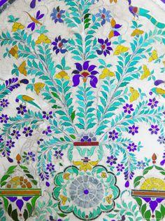 Decorated Tile Painting at City Palace, Udaipur, Rajasthan, India Lámina fotográfica by Keren Su