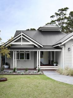 For a beautiful, timeless grey colour scheme try the subtle shade of Dulux Tranquil Retreat with a contrasting roof in Colorbond Monument. To highlight trims or architectural details, add a clean, crisp white such as Dulux Vivid White. Weatherboard Exterior, Grey Exterior, Exterior Design, Colorbond Roof, Exterior Cladding, House Exterior Color Schemes, Exterior Paint Colors For House, Hamptons Style Homes, Country Style Homes