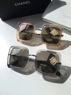 Lançando tendência ✨ Chanel #oticaswanny #wannynews Trending Sunglasses, Stylish Sunglasses, Oversized Sunglasses, Cat Eye Sunglasses, Sunglasses Women, Fashion Eye Glasses, Cat Eye Frames, Womens Glasses, Sunglass Frames