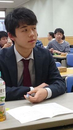 詰将棋解答選手権、藤井四段が優勝という情報が来ました。2位は大阪会場の池永さん。3位は宮田六段という話です。pic.twitter.com/7UHhbl4iH4