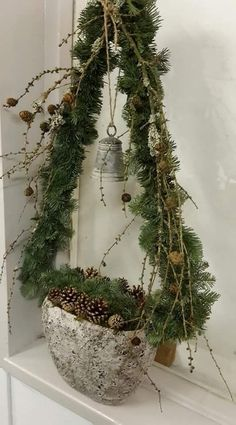 Easy and Simple Christmas Decorations; Home Decor; Easy and Simple Christmas Decorations; Home Decor; Noel Christmas, Rustic Christmas, All Things Christmas, Simple Christmas, Winter Christmas, Christmas Wreaths, Christmas Ornaments, Natural Christmas, Xmas Crafts