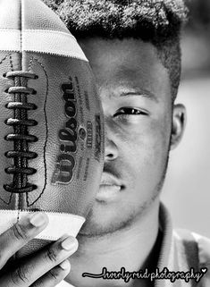 Senior Football Players Informations About Senior Football Players Pin You c Senior Football Photography, Football Senior Photos, Football Players Photos, Football Poses, Football Pictures, Softball Pics, Volleyball Pictures, Cheer Pictures, Boy Pictures