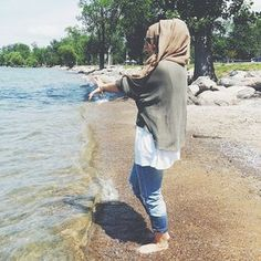 islamthelife: Follow Me... - Street Hijab Fashion Street Hijab Fashion, Muslim Fashion, Modest Fashion, Women's Fashion, Girl Hijab, Hijab Outfit, Muslim Girls, Muslim Women, Beautiful Girl Quotes