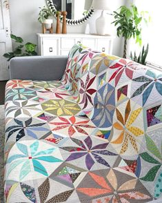 Hello Posh Penelope 😀 Hope you all have tons of scraps because this is the perfect quilt to use them up! Pattern to be released soon… Star Quilts, Scrappy Quilts, Quilt Blocks, Quilting Projects, Quilting Designs, Quilting 101, Quilting Ideas, Sew Kind Of Wonderful, Quilt Storage