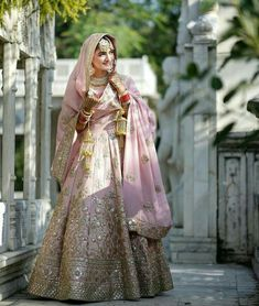 Pink lehenga with golden and embroidery along with bridal jewellery to achieve t Indian Bridal Lehenga, Indian Bridal Wear, Indian Wear, Indian Wedding Receptions, Wedding Mandap, Wedding Stage, Winter Fashion Outfits, Spring Outfits, Pink Bomber Jacket