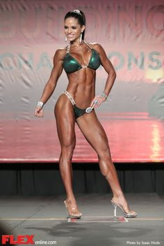 Michelle Lewin- such awesome stage presence as well!! It's women and competitors like her that make me strive for more!
