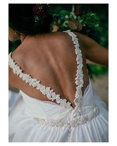 Así son las maravillosas espaldas de @cayetanaferrer  { by @kiwo_estudio}. #goodnight #buenasnoches #wedding #weddingday #boda #bride #bridetobe #novia #groom #mariee #bridaldress #vestidodenovia #bohochic #bohemian #bohobride #espaldasinfinitas #weddingdress #photography #photoshoot #inlove #amazing #espectacular #beautiful #stunning #weddinginspiration #inspiration #love #like #picoftheday #siempremia