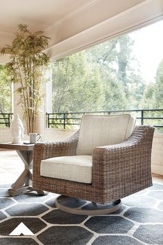 Beachcroft Swivel Chair By Ashley Furniture Sporting An Easy On The Eyes Look Inspired By Driftwood The Beachcroft Swivel Decor Furniture Market Patio Decor