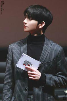 Joshua is my 오빠 I love him sooooo much �� Woozi, Wonwoo, Jeonghan, Seungkwan, Jisoo Seventeen, Seventeen Lee Seokmin, Joshua Seventeen, Seventeen Debut, K Pop