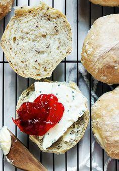 Bułki pszenno żytnie - przepis na bułki - na śniadanie - codojedzenia.pl Bread Rolls, Cheese, Recipes, Cauldron, Food, Breads, Drink, Per Diem, Meal