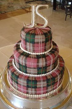 Scottish plaid cake would be good for Bobby Burne's birthday. Pretty Cakes, Beautiful Cakes, Amazing Cakes, Unique Cakes, Creative Cakes, Wedding Cake Designs, Wedding Cakes, Wedding Menu, Tartan Wedding