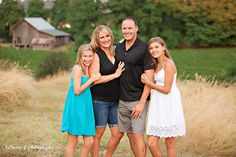 family pose photography