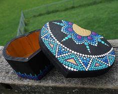 Dot Art Mandala Mayan Sun Heart Shaped Box Painted Purple Blue Teal Gold Collectible Wood by LaBellaArtigiana on Etsy Woodworking Garage, Woodworking Workshop, Woodworking Supplies, Woodworking Furniture, Fine Woodworking, Woodworking Crafts, Woodworking Joints, Woodworking Quotes, Youtube Woodworking