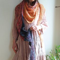 When the first spring rays of sun light appear, from the earth peep out the little heads of crocuses, narcissus and tulips, the magic play of colours starts again. It is the right time to make for this spring the stuffed shawl. It is the light, airy and triangle shape with easy memorable pattern, it will not take much of our time. It is convenient for beginners and young knitters. Use three different wools with speckled color.