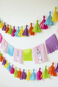 DIY Llama Fiesta Fringe Garland and Tassel Banner using paper napkins DIY Llama Fiesta Fringe Garland and Tassel Banner using paper napkins for a bright and colorful llama party celebration on Twinkle Twinkle Little Party Fiesta Decorations, Birthday Party Decorations, Party Favors, Llama Decor, Llama Birthday, Birthday Stuff, Festa Party, Diy Garland, Party Garland