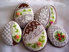 Velikonoce II ~ Easter Egg Cookies the most beautiful cookies i've ever seen Fancy Cookies, Iced Cookies, Biscuit Cookies, Cute Cookies, Easter Cookies, Cupcake Cookies, Sugar Cookies, Christmas Cookies, Cookie Favors