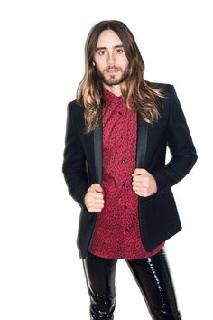 Not an easy look for a man to carry off but Jared Leto does - I think he is mighty fine x