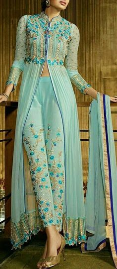 34 Super Ideas For Wedding Indian Clothes Saris India Fashion, Ethnic Fashion, Asian Fashion, Look Fashion, Indian Outfits, Indian Attire, Indian Dresses For Women, Indian Clothes, Kurti Designs Party Wear