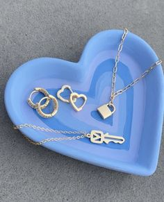 #style #spring #summer #summerstyle #springstyle #jewelryholder #heart #blue #aesthetic Ceramic Pottery, Pottery Art, Ceramic Art, Fimo Ring, Keramik Design, Clay Art Projects, Cute Clay, Diy Clay, Polymer Clay Crafts
