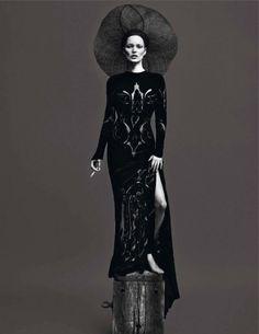 la-modella-mafia-Le-Noir-Partie-3-Kate-Moss-and-Saskia-de-Brauw-x-Vogue-Paris-September-2012-photographed-by-Mert-Alas-Marcus-Piggott-styled-by-Katy-England-1.jpg (604×782)