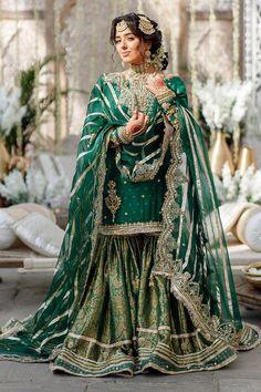 Beautiful Pakistani Dresses, Pakistani Dresses Casual, Pakistani Wedding Dresses, Pakistani Dress Design, Pakistani Gharara, Designer Party Wear Dresses, Indian Designer Outfits, Stylish Dress Designs, Stylish Dresses