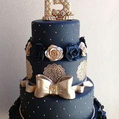 Bolo Cenográfico fake preto com dourado no Quince Cakes, Touch Of Gray, Cake Decorating Tips, Blue Wedding, Wedding Cakes, Birthday Cake, Sweets, Baking, Rihanna